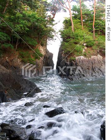 神割崎自然公園 水しぶきの写真...