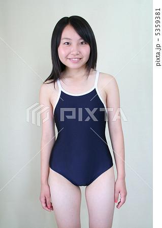 af230a110c7 高校生 中学生 女子高生 スクール水着の写真・イラスト素材を検索中(13件中1件 - 13件を表示)