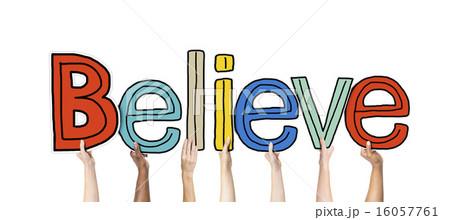 信じる 信仰 言 持つの写真素材 Pixta