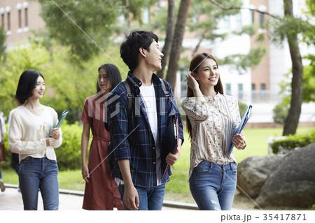 844cc3e8b4 人物 カップル 大学生 学生の写真素材 - PIXTA